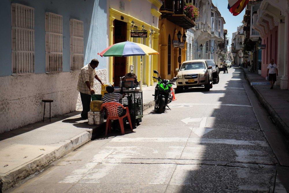 Carrera 5 Cartagena street vendor