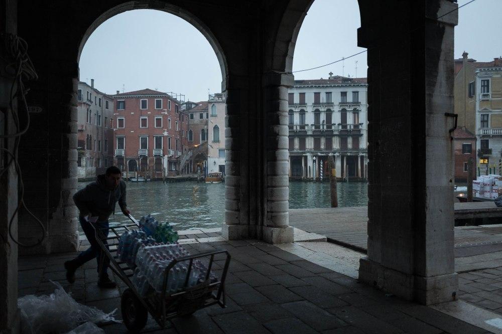 Water delivery, Venezia