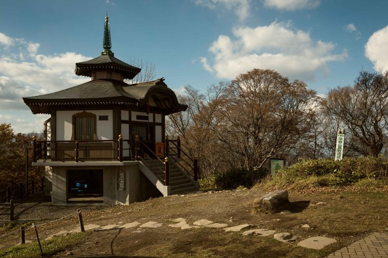 44-buddhist-temple-mt-moiwa